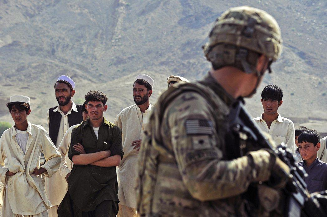 自2001年美軍揮兵阿富汗以來,這場戰爭已持續18年,成為美國歷史上耗時最久的一...