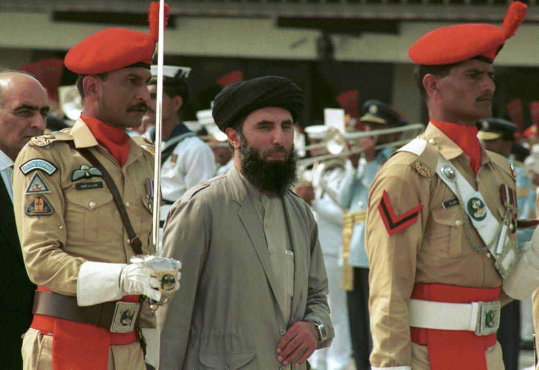 「伊斯蘭黨」的希克馬蒂亞爾,在內戰大部分時間都在進攻喀布爾,令首都傷亡慘重,因而...