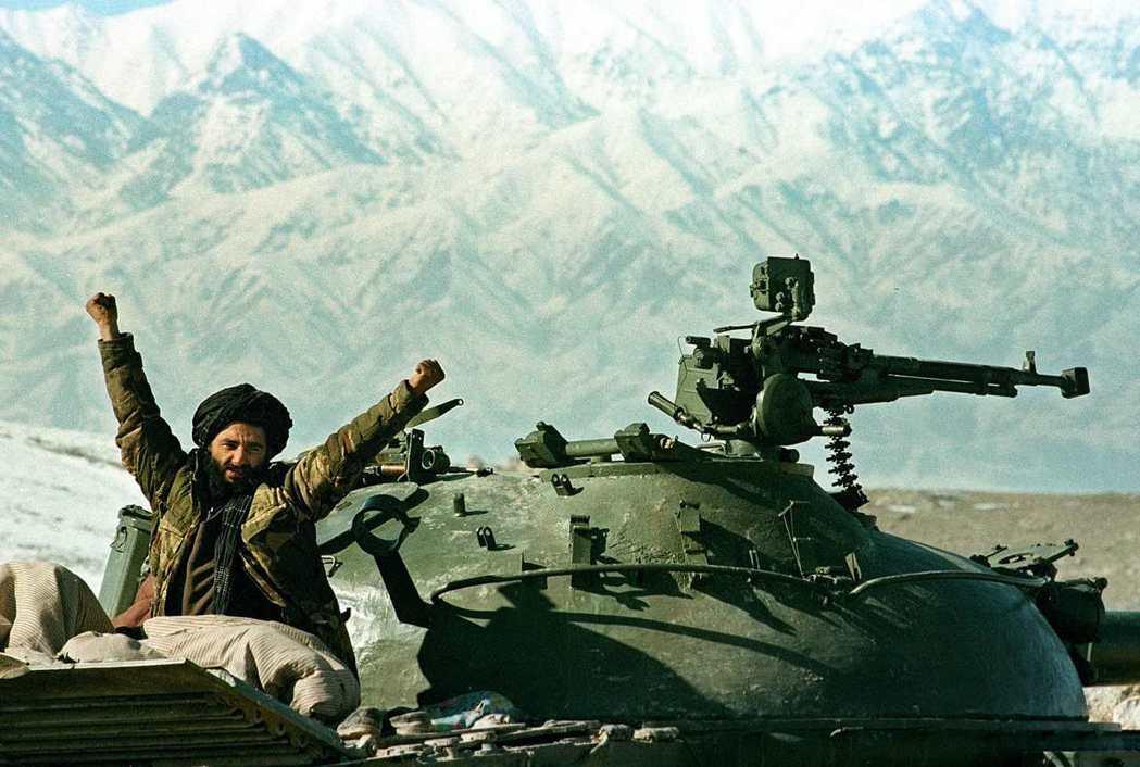兩大勢力一路糾纏,多次和平協議都以失敗告終,國土依然干戈未休——這給了塔利班迅速...