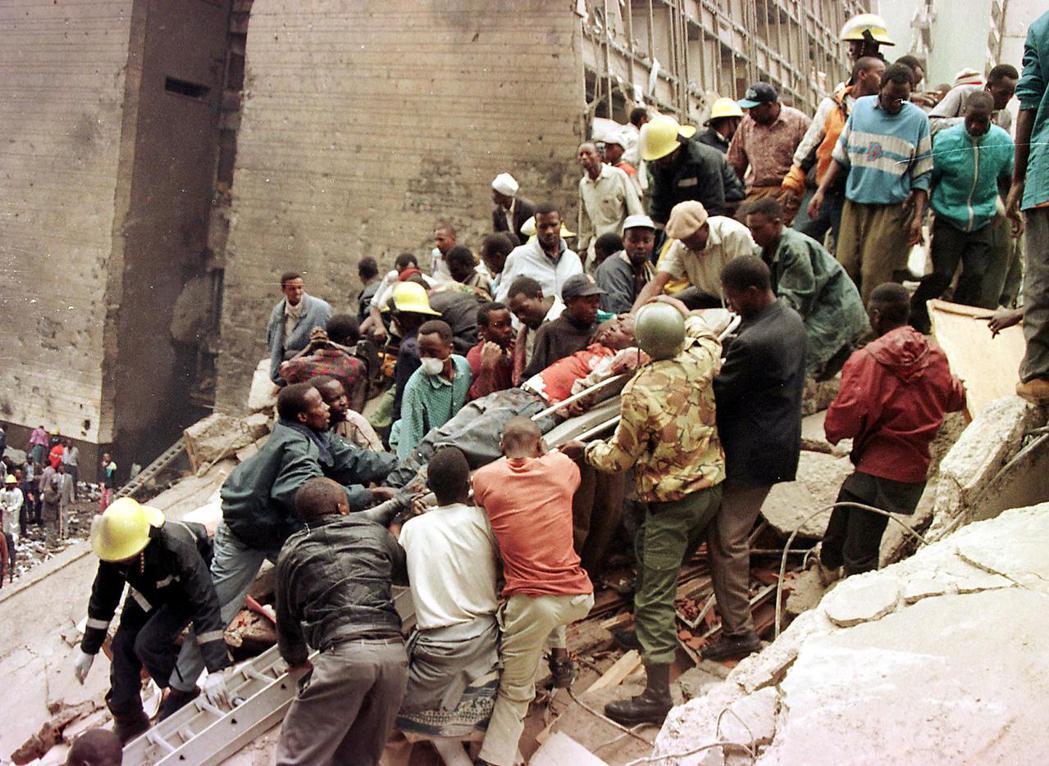 1998年的美國大使館被炸事件,讓美國時任總統柯林頓(Bill Clinton)...