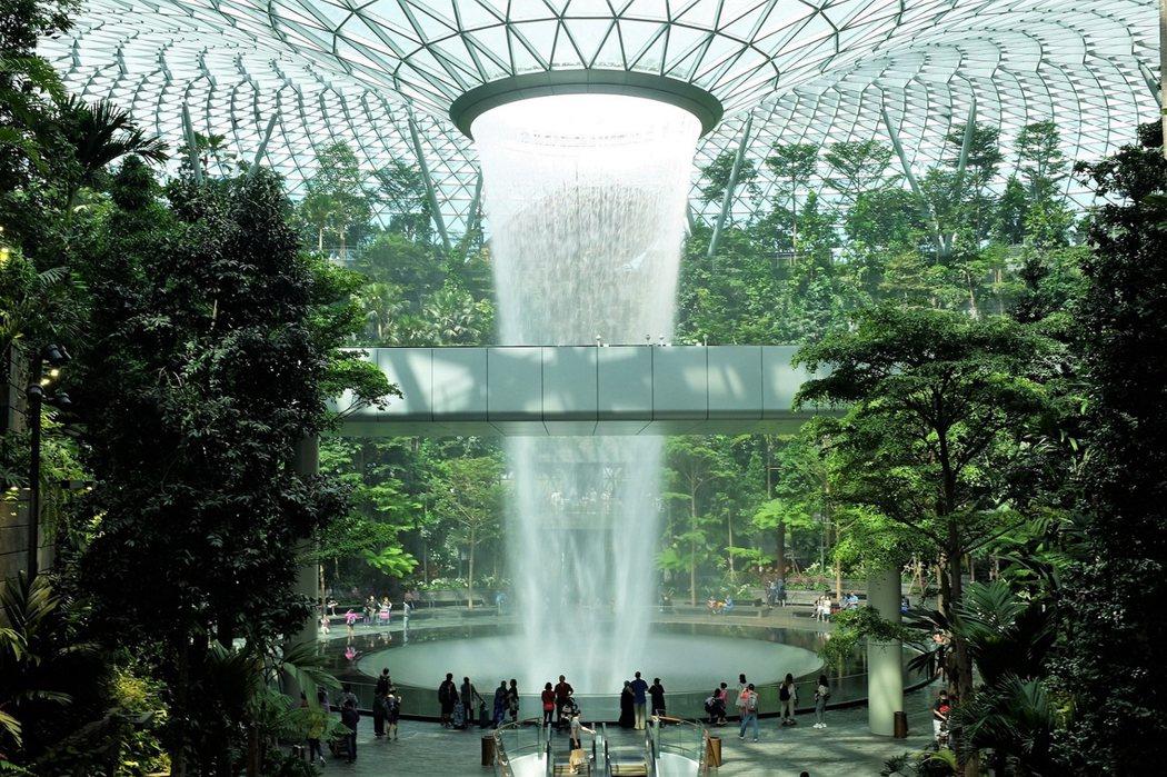 「星耀樟宜」Jewel Changi甫於今年4月開幕,馬上成了新加坡最受矚目的新地標。