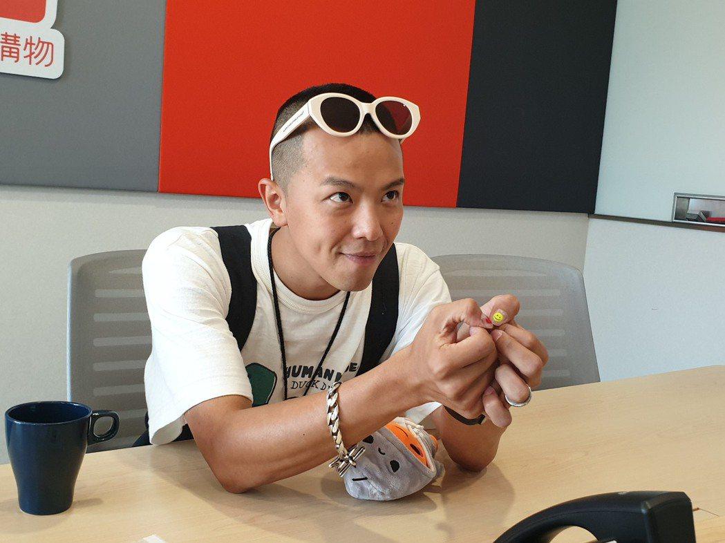 小鬼靠指甲彩繪提醒自己常保好心情。記者李姿瑩/攝影
