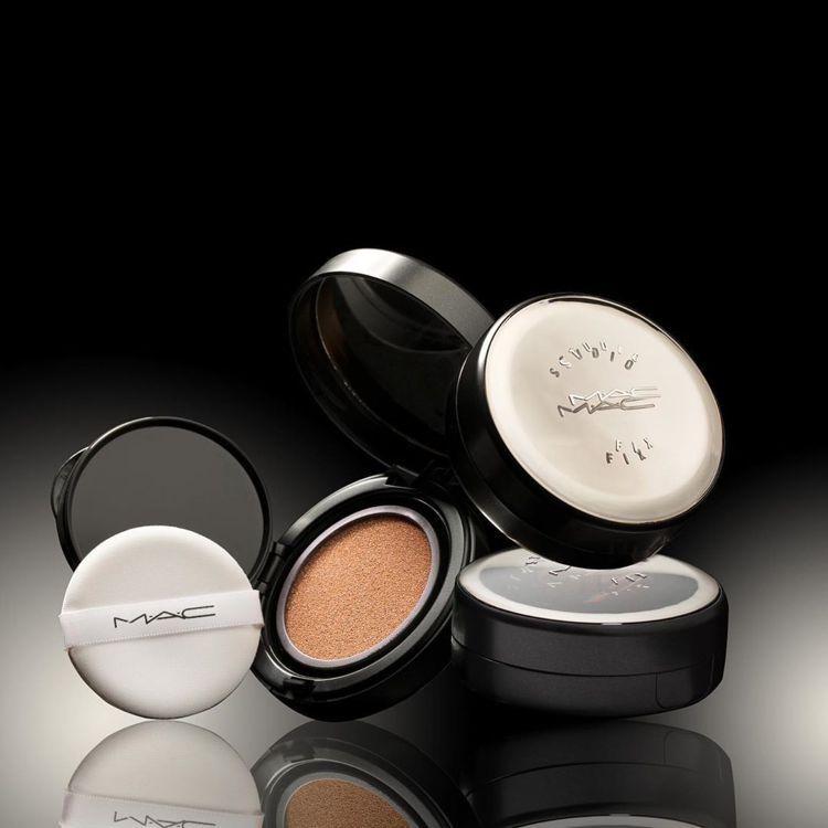 M‧A‧C超持妝全能氣墊粉餅SPF50、PA++++,全24色/1,600元。圖...