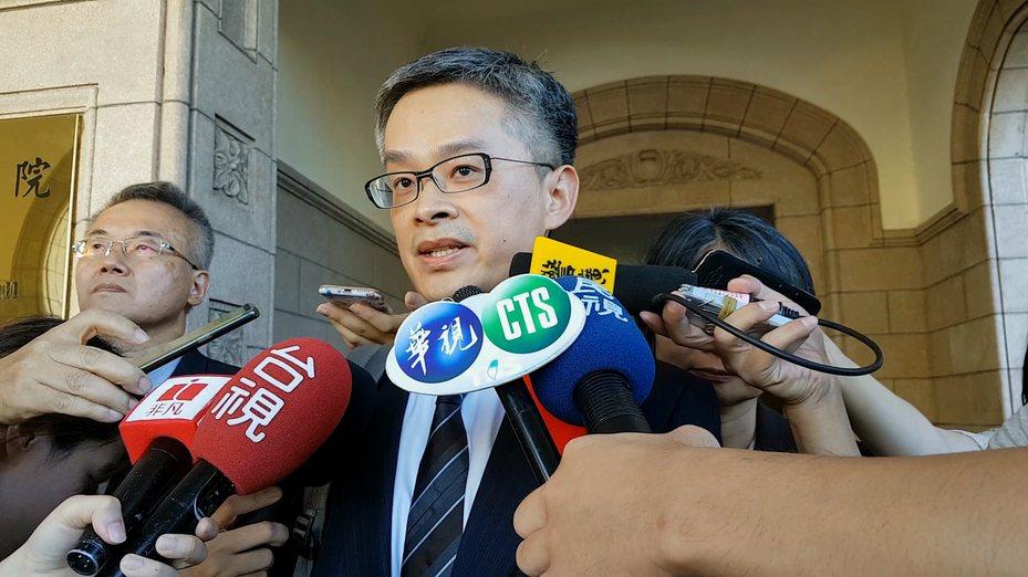 管中閔律師陳信宏表示「沒辦法接受這個判決結果」。記者王宏舜/攝影