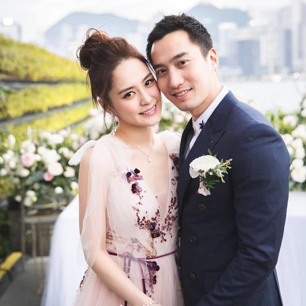賴弘國(右)與阿嬌去年結婚。圖/摘自IG