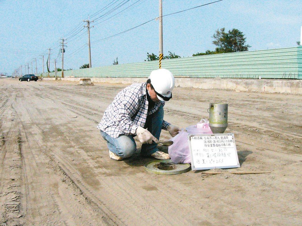 中石化安順廠路段回填土方,都被控制,土方都有檢測化驗。圖/報系資料照