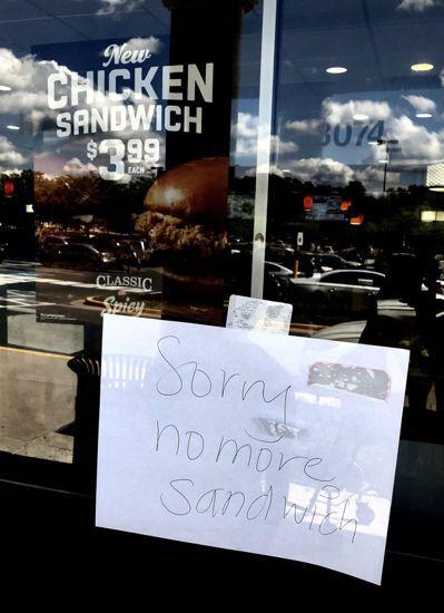 大力水手炸雞店每天中午不到就賣完漢堡。 圖/方祖涵提供