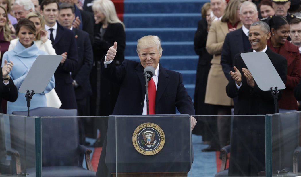 2017年宣誓就職時,70歲的川普成為美國史上最年長的首任總統。(美聯社)