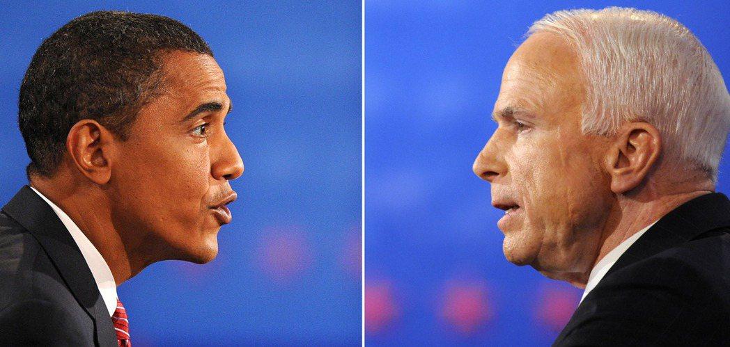 2008年美國總統選戰,71歲的馬侃(右)對上比他年輕25歲的歐巴馬(左),讓年...