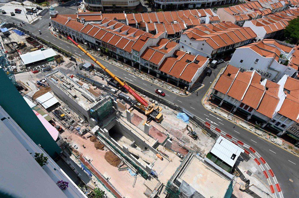 星國正在興建的地下捷運站空拍圖。 (法新社)