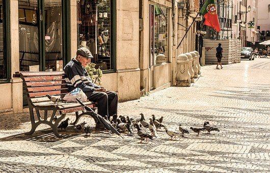 葡萄牙陽光充足,物價較低廉且又推出優惠政策,吸引許多人前往養老定居。 圖/Pix...