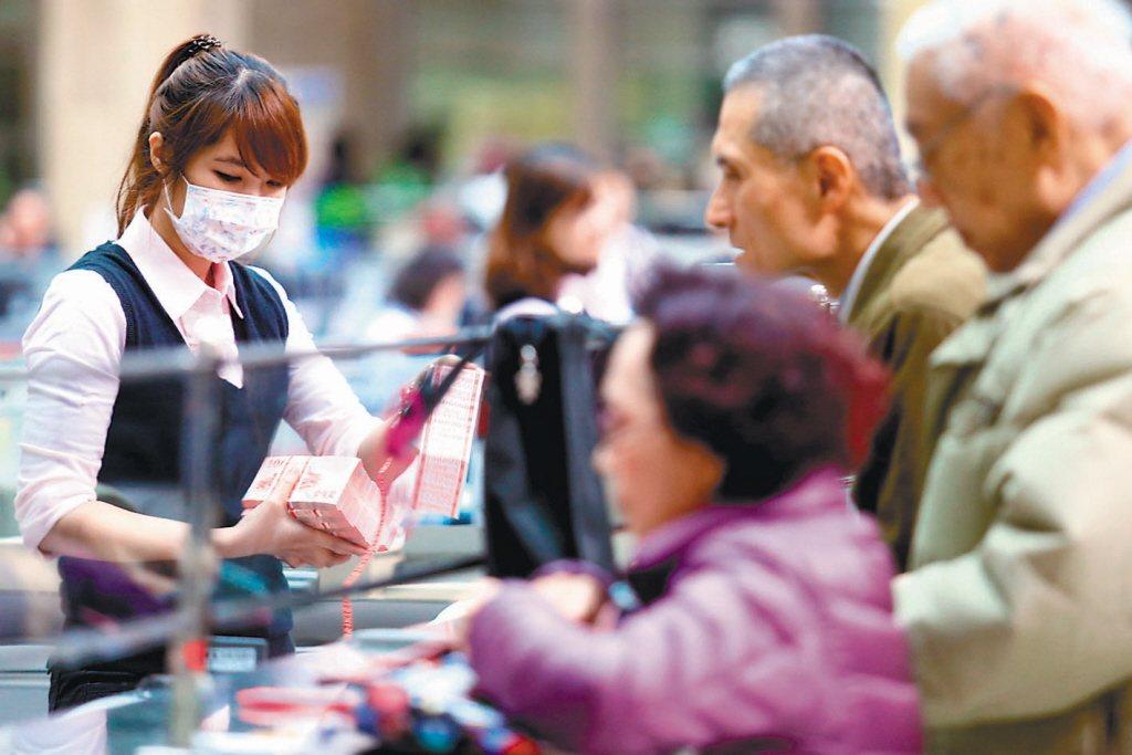 59%受訪者說最後悔的是以前沒有多存點錢,而這些遺憾沒多存點退休老本的民眾當中高...