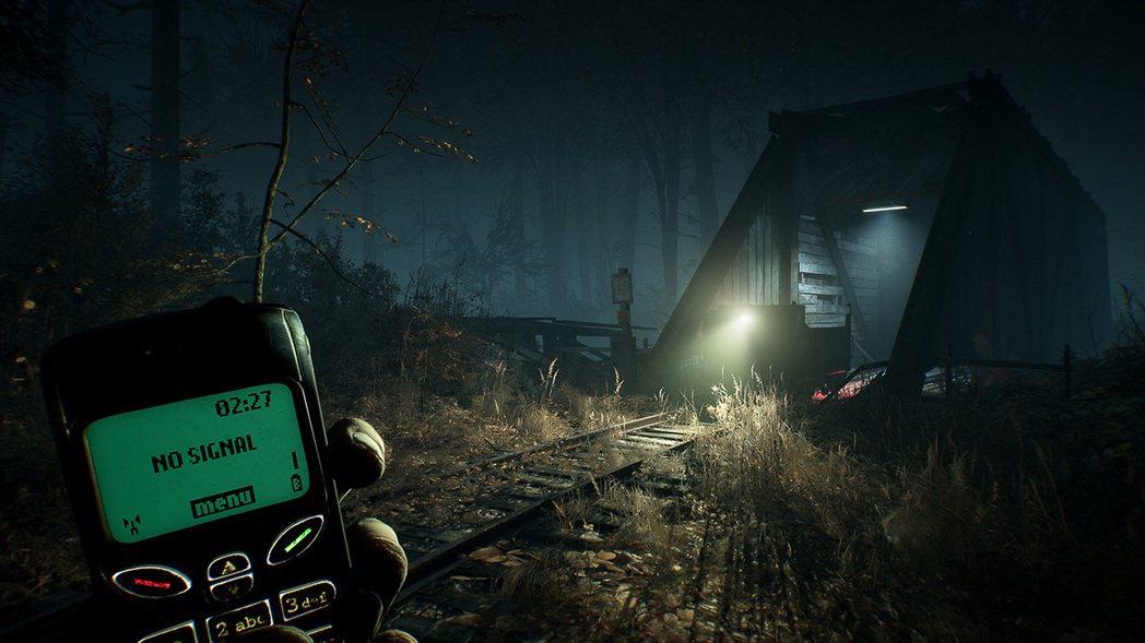 遊戲中另一個亮點是傳統的單色液晶手機,在關卡過程中很常會需要用它來和同伴聯絡,或...