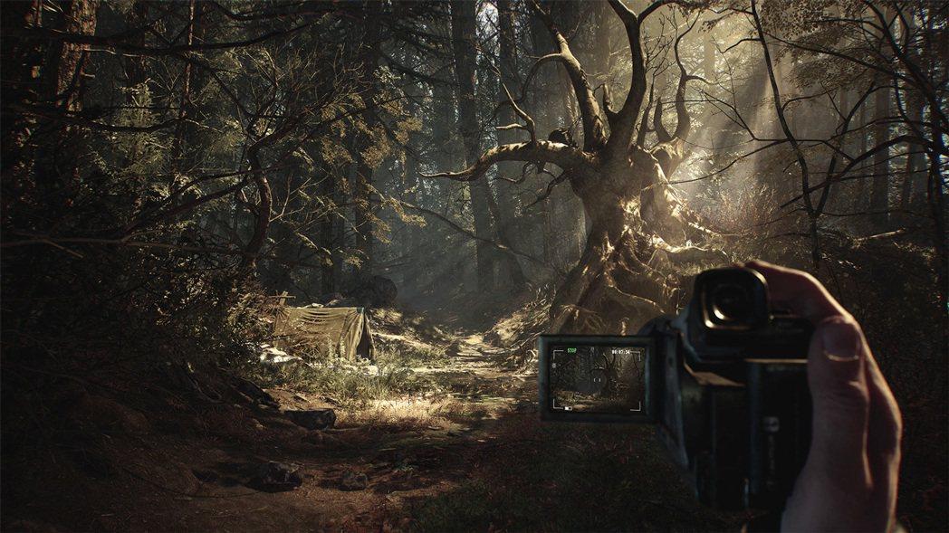 遊戲中很常需要用到手持攝影機拍攝或是觀看磁帶,這算是電影元素之一,也是遊戲中的關...