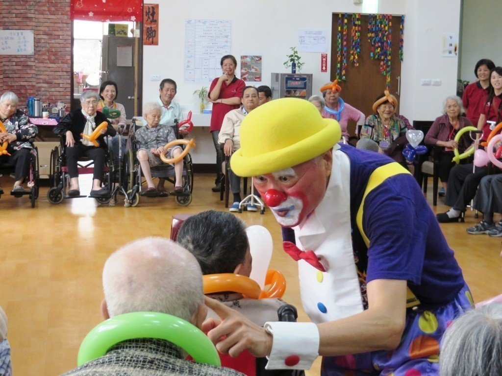 蛋黃哥選擇以小丑志工身分做公益,回饋社會。 圖/黃世岱先生提供