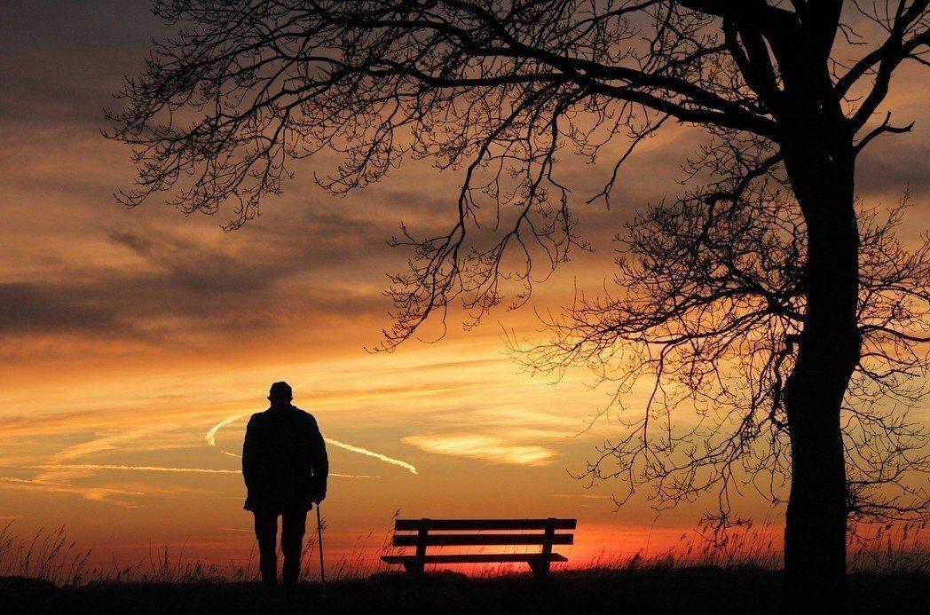 走向生命終點,眼前仍有許多美好風景。 圖/pixabay提供