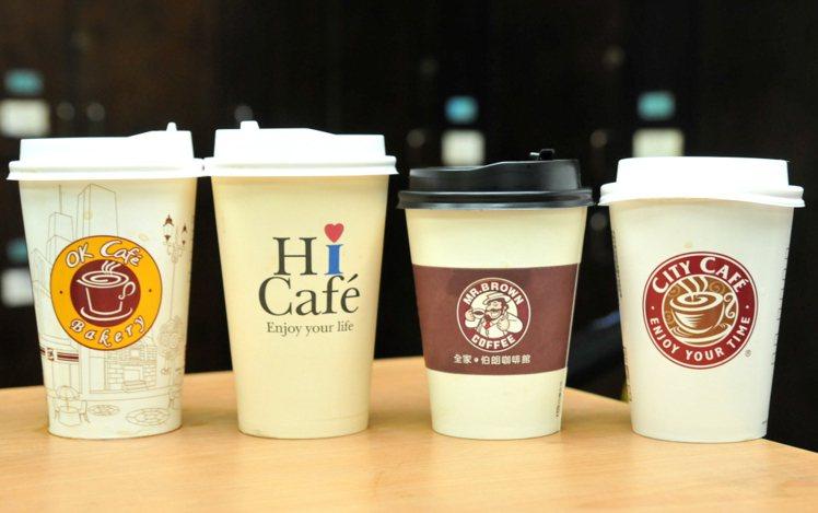圖為OK超商(左起)、萊爾富、全家便利商店與統一超商咖啡。圖為資料照。 記者林澔...