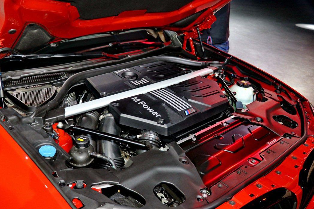 M TwinPower Turbo S58直列6缸汽油引擎選配碳纖維引擎室拉桿。...
