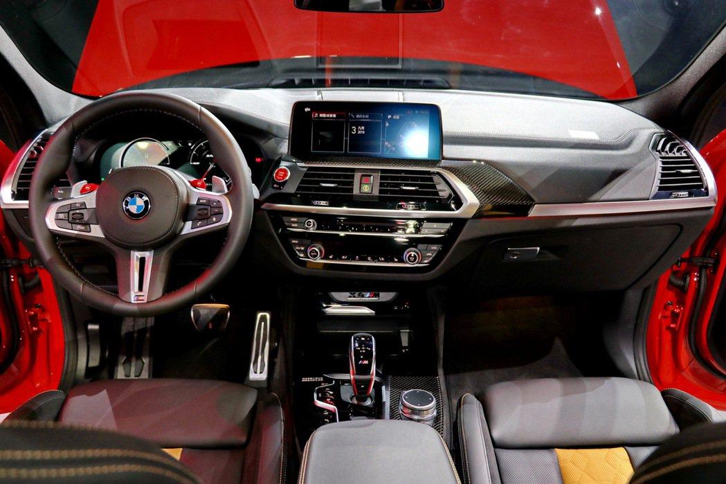 BMW X4M COMPETITION內裝充滿戰鬥感。 記者陳威任/攝影