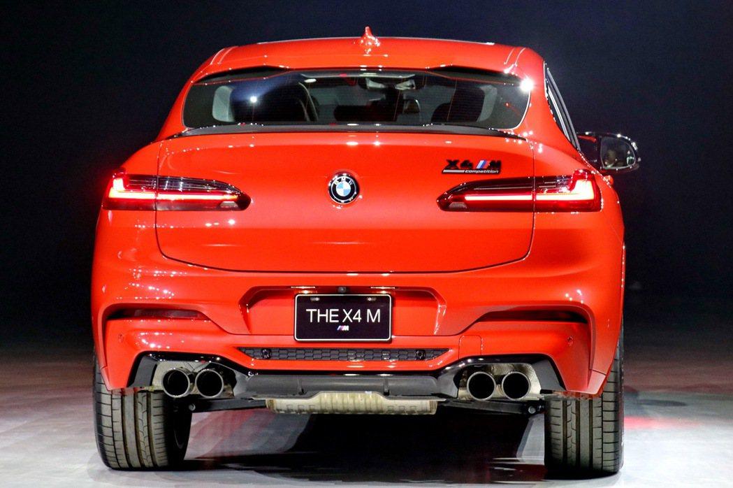 車尾部分更特別換上直徑達 100mm 的四出排氣尾管。 記者陳威任/攝影