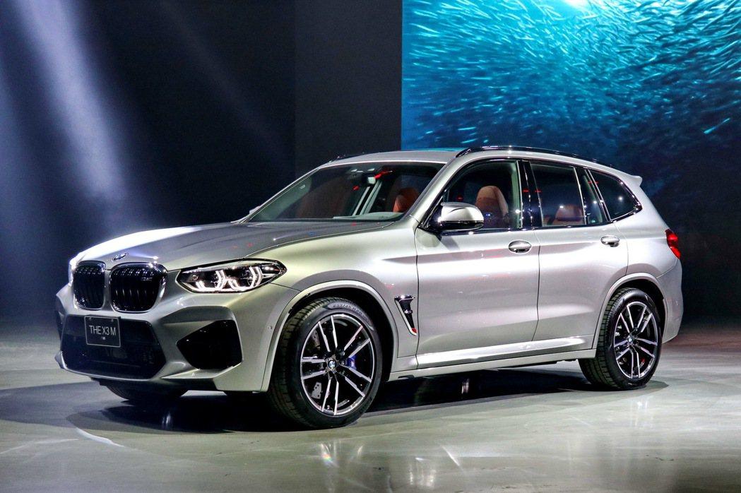 車側可見長軸距、短前後懸、類矩形的輪拱設計以及精準的車側折線,盡展M Car強悍...
