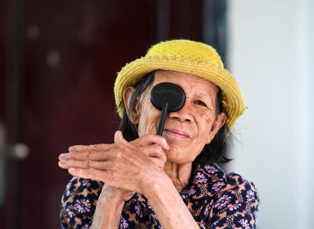 女性進入更年期後,缺少賀爾蒙能夠保護視神經,長期高眼壓容易造成視神經萎縮,就容易...