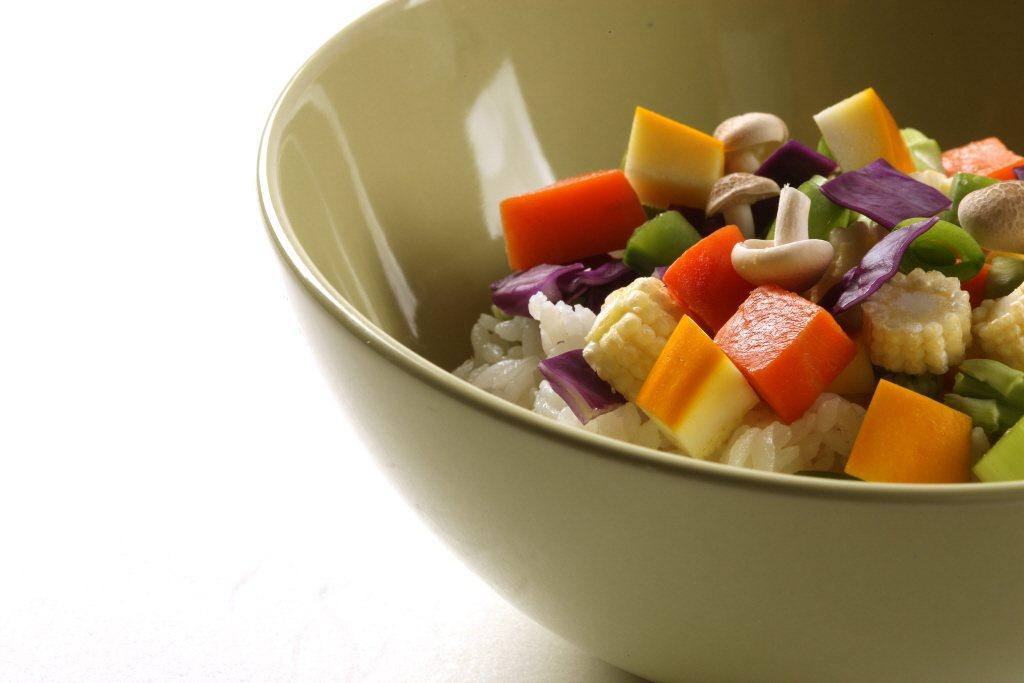 台灣長者的飲食,每餐一定會有「蔬菜」,鮮少會有「肉」,多數長者認為「清淡」飲食等...
