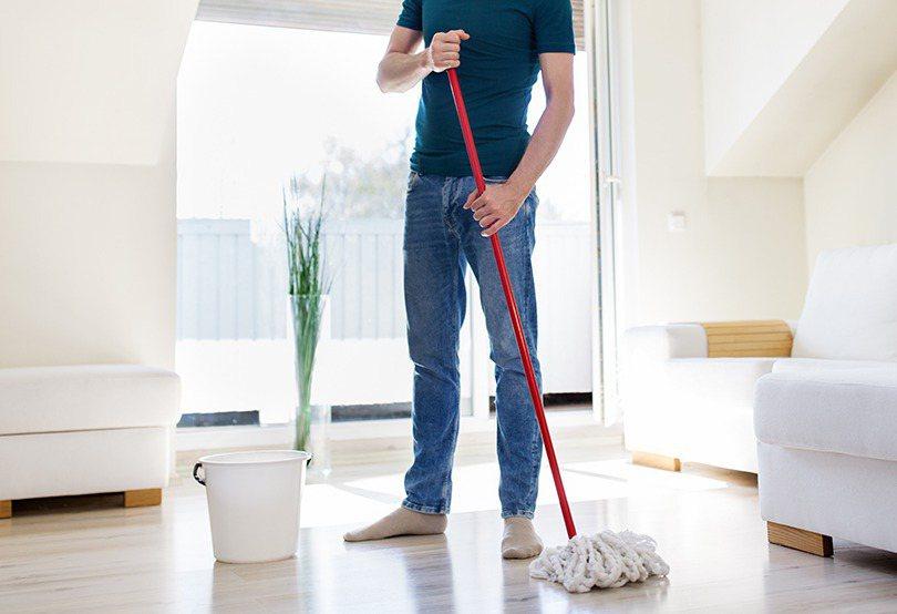 隨著年關將近,除了採買年貨,家家戶戶也正忙著大掃除,在有限的時間內,反覆的做著清...