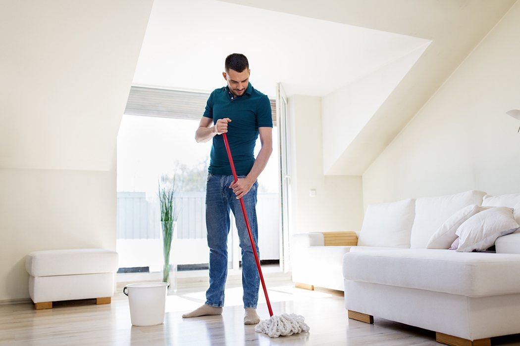 只要想辦法讓身體動,即便像洗碗、打掃、做家事這樣的輕度運動,也能降低早逝風險。 ...
