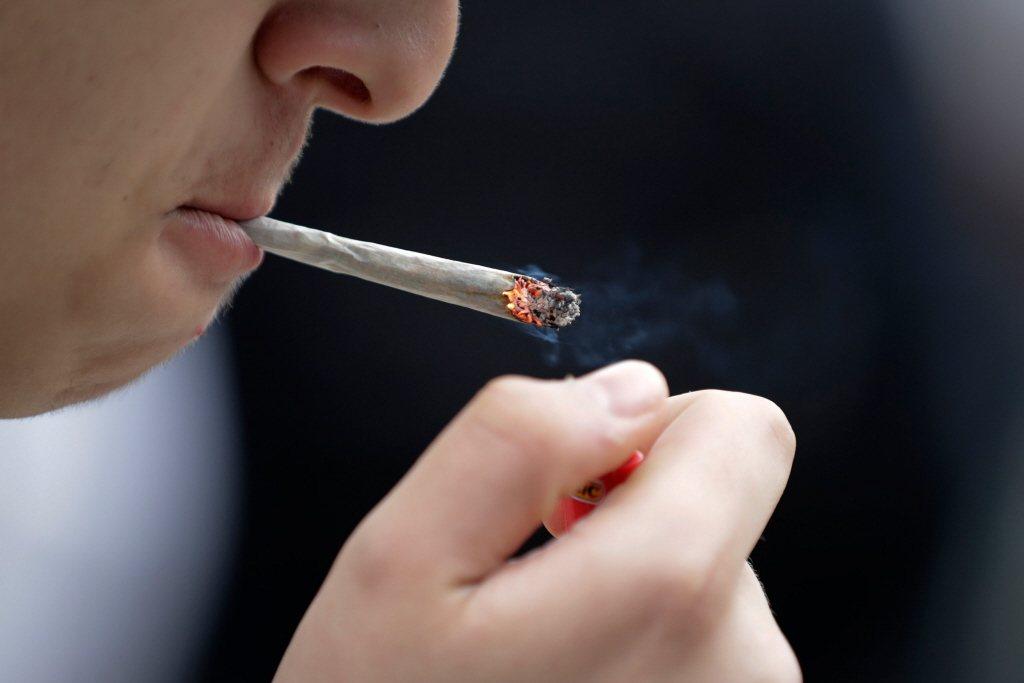 即使有遺傳傾向,只要有不吸菸、規律運動、飲食健康、飲酒適量、從事刺激大腦活動等良...