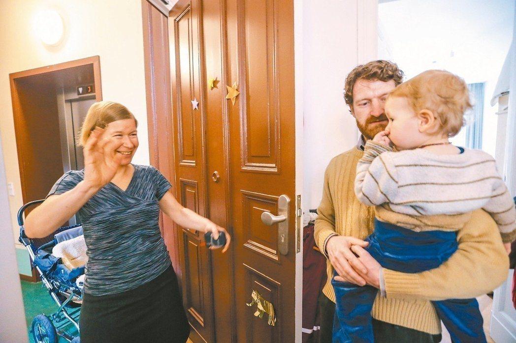 柏林Sredzkistraße 44多代共居宅,帶著孩子住在這裡的42歲工程師夏...