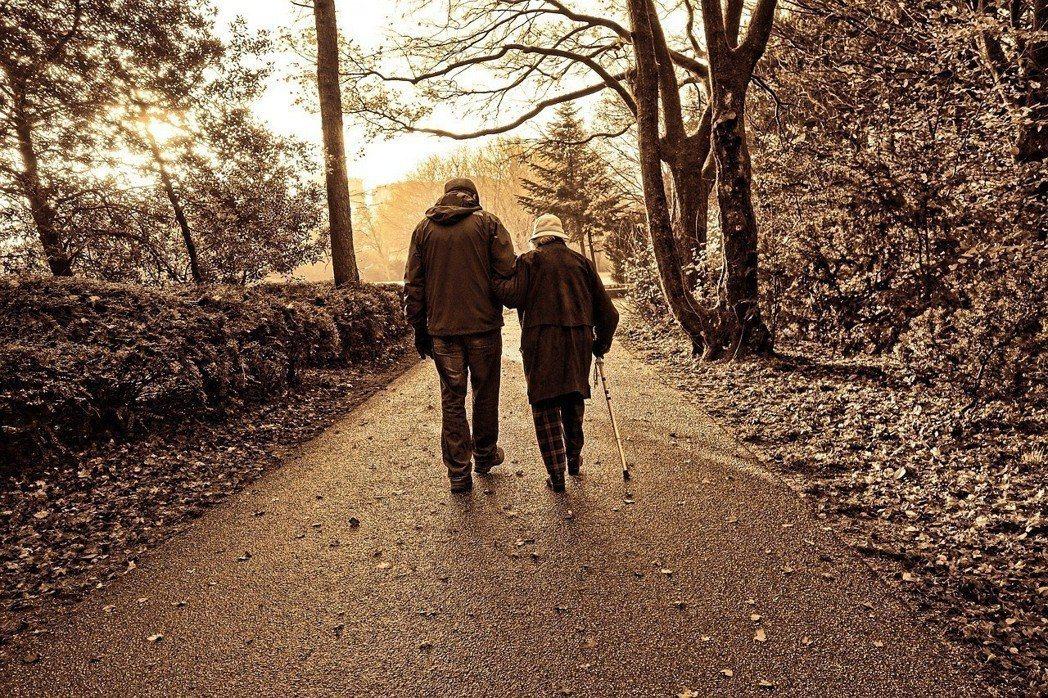 世界衛生組織在針對老年生活方針的調查中指出,健康與幸福的生活決取於社會環境。 圖...