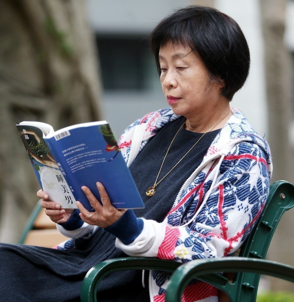 作家李昂懂得享受生活,也鼓勵熟齡族不忘追求愛情。 記者侯永全/攝影