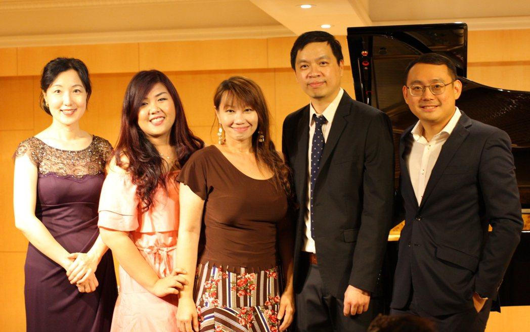 2018年第二屆LPT鋼琴大賽,創辦人陳永禎(右二)與韓國、馬來西亞、新加坡、印...