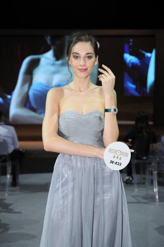 香港鐘表展期間,舉行多場名表匯演,由模特兒展示不同的潮流手表,向全球買家介紹嶄新...