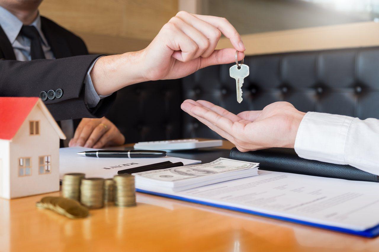 一名女網友和房東提出想申請租屋補助,房東不僅立馬答應還不漲租,她還列出房東的5大...