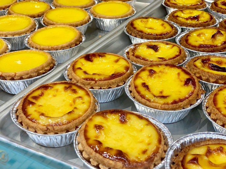 葡式「芙蓉蛋撻」目前僅於泰昌餅家統一時代店獨賣,每顆售價40元。記者張芳瑜/攝影