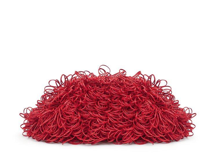 THE POUCH亮紅編織抽繩手拿包,約25萬9,600元。圖/Bottega ...