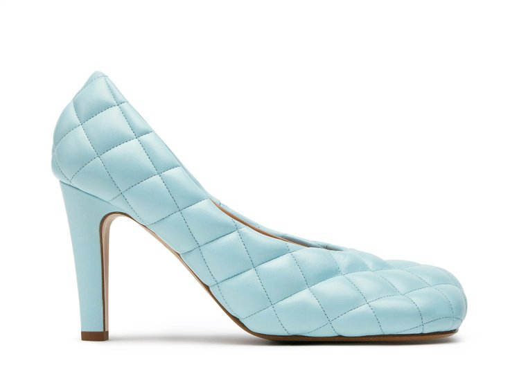 羊皮縫線編織設計高跟鞋,30,000元。圖/Bottega Veneta提供