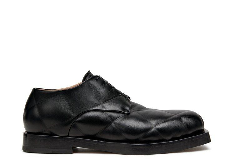 羊皮壓紋正裝鞋,35,900元。圖/Bottega Veneta提供