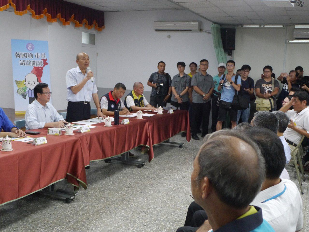 高雄市政請益之旅持續進行,第二站來到旗山區公所與市民座談。記者徐白櫻/攝影
