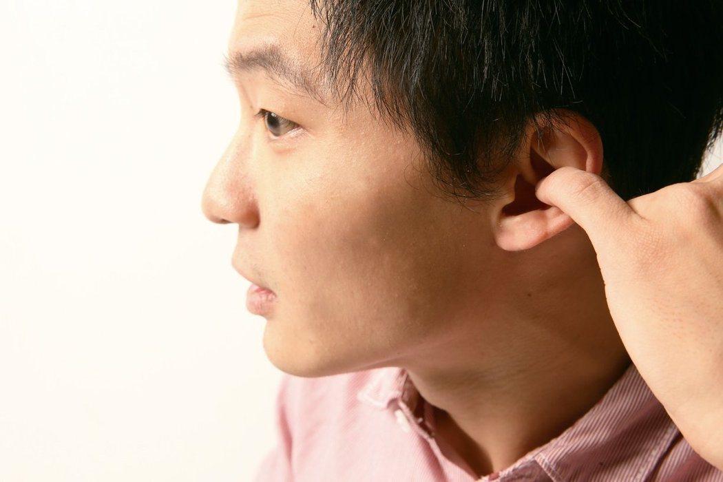 醫師表示,耳屎堆積請找耳鼻喉科協助清理,不要自行亂挖耳朵。圖/聯合報系資料照片