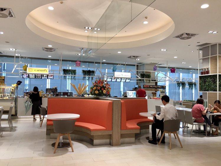 SOGO天母店小吃街改裝,空間更明亮舒適。圖/SOGO提供