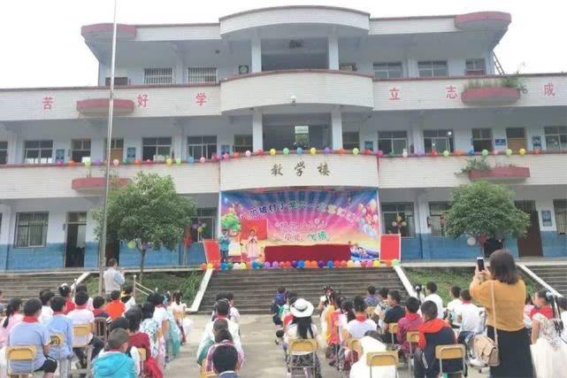 9月2日開學日當天,恩施朝陽坡小學教學樓裡發生多名學生被殺的重大命案。(搜狐網)