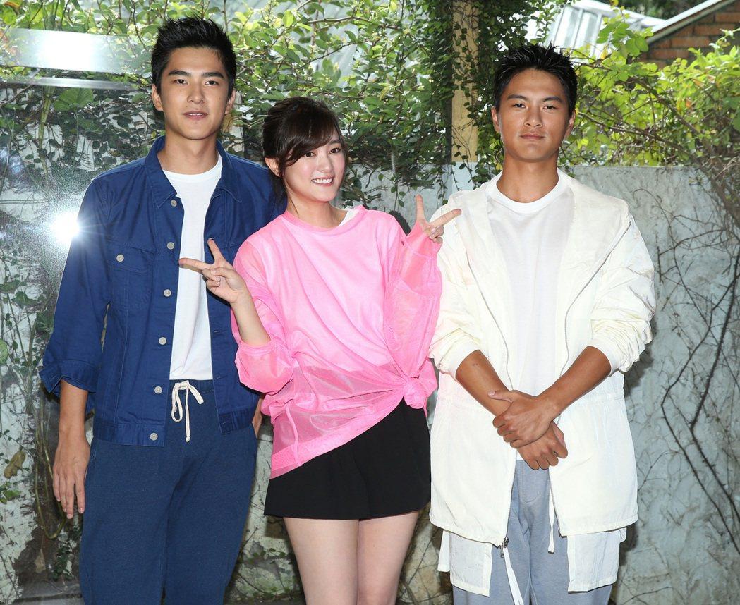 電影「返校」演員曾敬驊(左起)、王淨與李冠毅。記者林澔一/攝影
