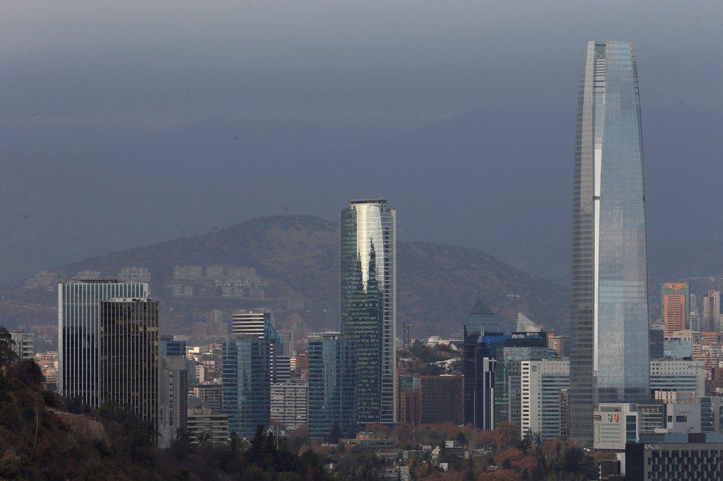 智利首都聖地牙哥市內景觀一隅。(路透)