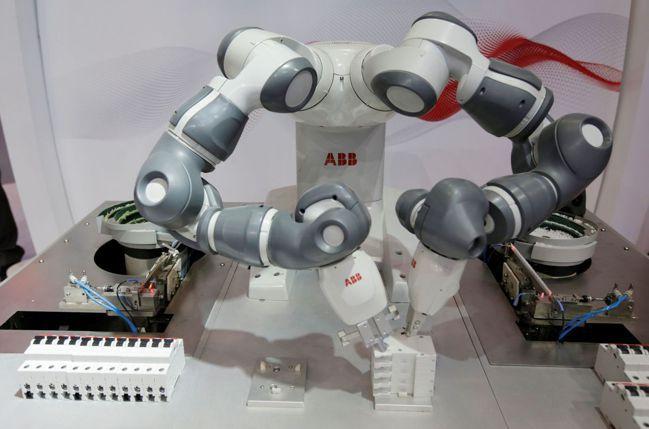 工業集團ABB的Yumi雙臂人機協作機器人。圖/路透