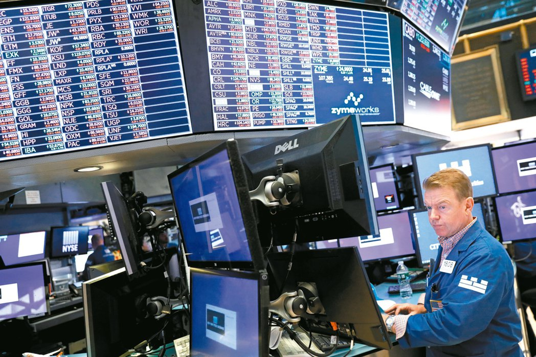 法人表示,資產配置中可納入攻守兼備的美國投資型債券基金。 路透