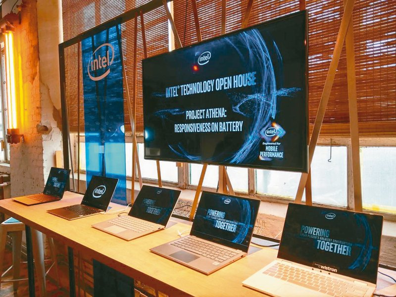 處理器大廠英特爾在IFA展前,展示與筆電廠商合作的終端產品。 記者鐘惠玲/攝影