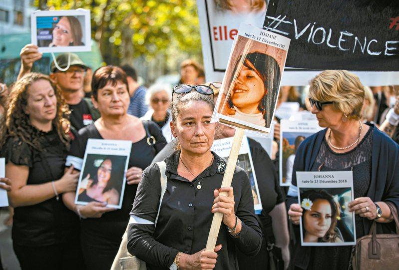 法國婦女團體1日上街抗議,譴責今年已有100名婦女死於家庭暴力。 歐新社